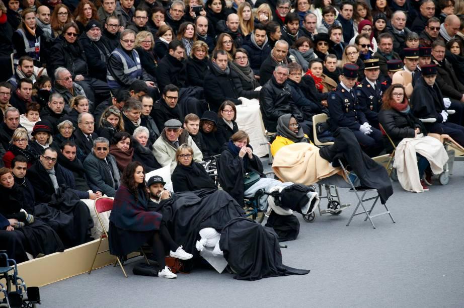 Sobreviventes dos ataques, alguns ainda feridos, estiveram entre os convidados de cerimônia que homenageou as vítias dos terroristas
