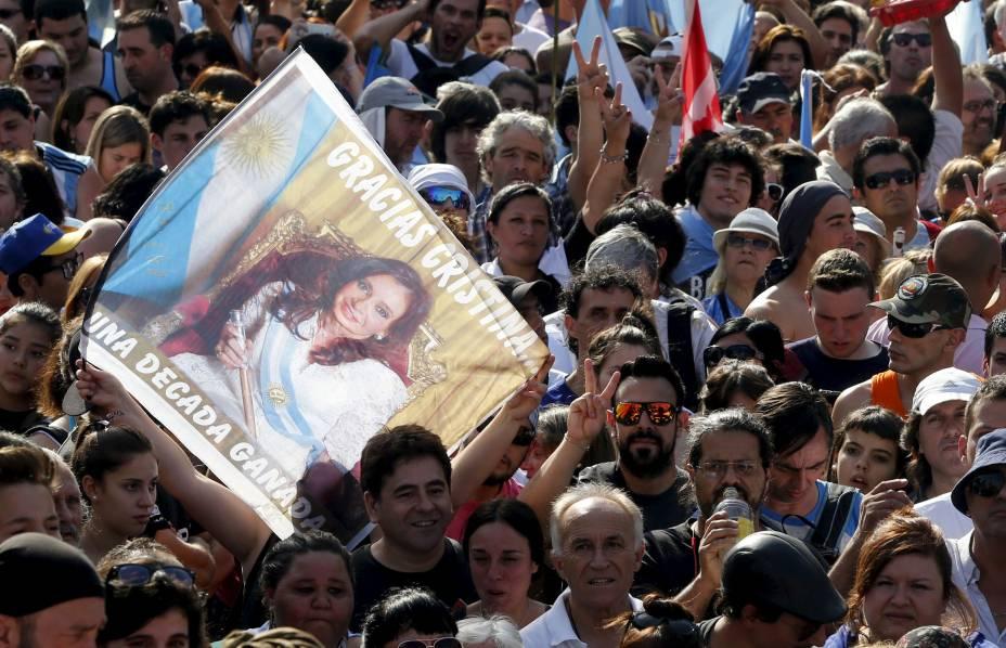 Militantes se despedem de Cristina Kirchner na Praça de Maio