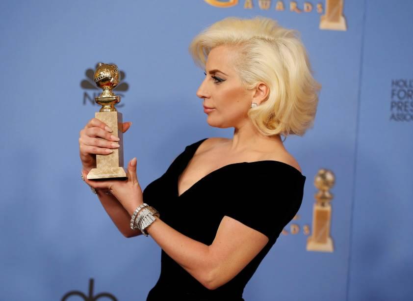 Lady Gaga recebe o Globo de Ouro
