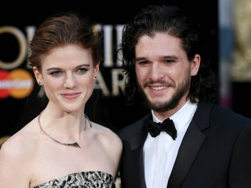 Kit Harington e Rose Leslie no tapete vermelho do Olivier Awards, em Londres