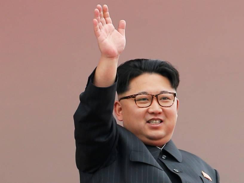 O ditador norte-coreano Kim Jong-un faz aparição em desfile do Partido dos Trabalhadores, em Pyongyang