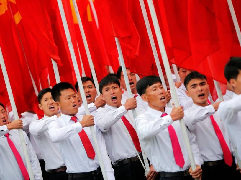 Desfile celebra o último dia do congresso do Partido dos Trabalhadores, em Pyongyang, Coreia do Norte
