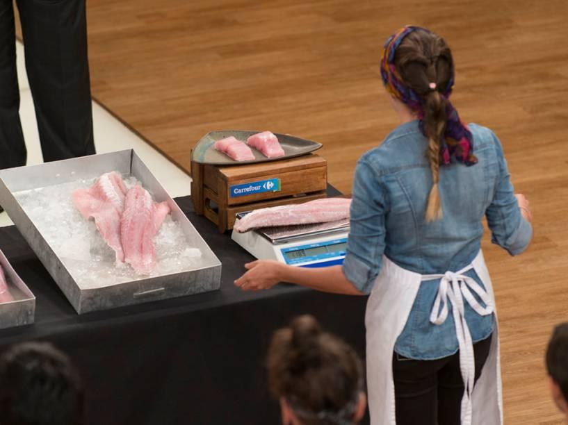 Participantes precisaram cozinhar um filé de robalo com apenas três ingredientes em prova de eliminação do MasterChef Brasil