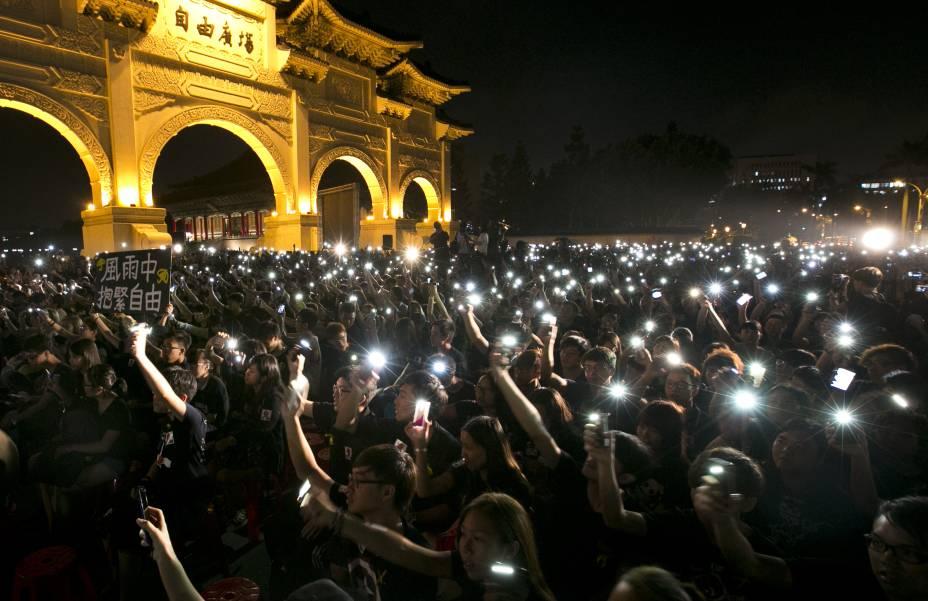 Manifestantes vão às ruas em Taiwan demonstrar apoio a protestos por democracia de Hong Kong