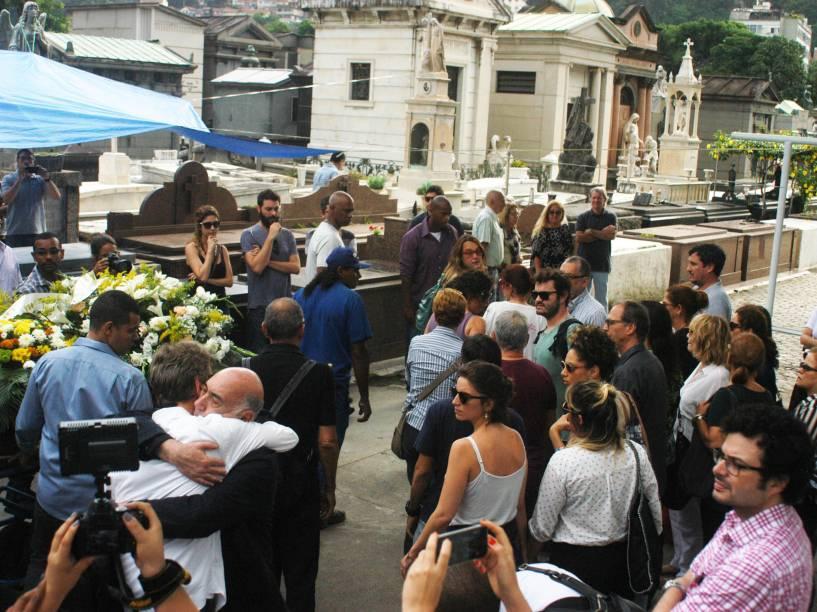 Familiares, amigos e fãs se despedem da atriz Marília Pêra no Rio