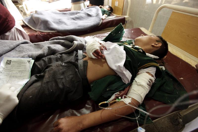 Garoto ferido em atentado contra escola no Paquistão