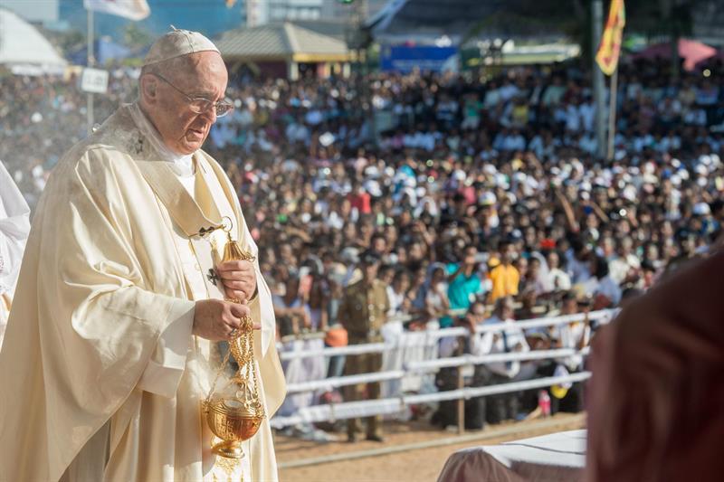 O papa Francismo durante missa em Colombo, no Sri Lanka