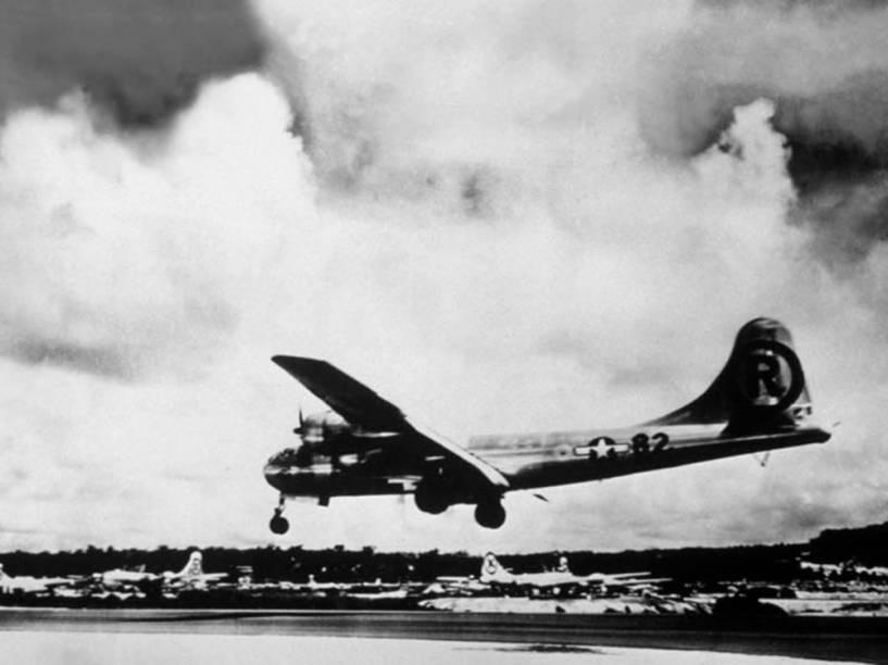 """O avião """"Enola Gay"""" executou o bombardeio à cidade de Hiroshima, derrubando a bomba atômica no primeiro ataque nuclear do mundo. A cidade se prepara para o aniversário de 70 anos da explosão da bomba nuclear que devastou a cidade no dia 6 de agosto de 1945"""