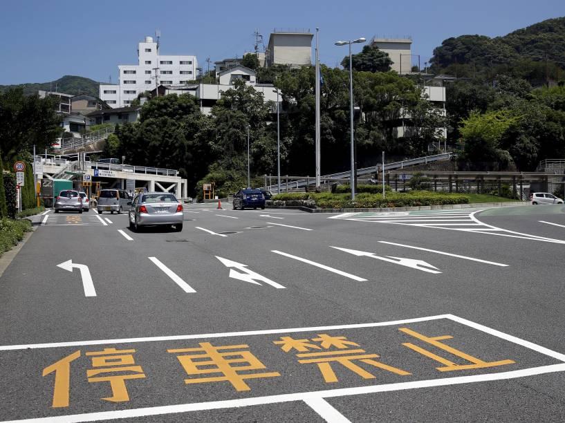 Estacionamento de Hospital Universitário de Nagasaki, construído no local da Faculdade Médica de Nagasaki, que foi destruído pela bomba atômica que atingiu a cidade no dia 9 de agosto de 1945