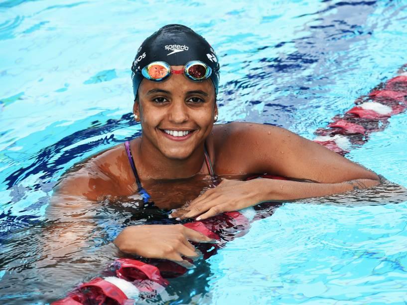 Etiene Medeiros, em São Paulo: semana com nove treinos de duas horas dentro da piscina, mais cinco treinos fora