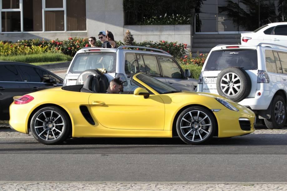 Naldo e seu filho Pablo passeiam de Porsche pelo Rio de Janeiro