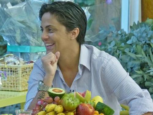A atriz Thammy Miranda durante conversa com Ana Maria Braga no Mais Você