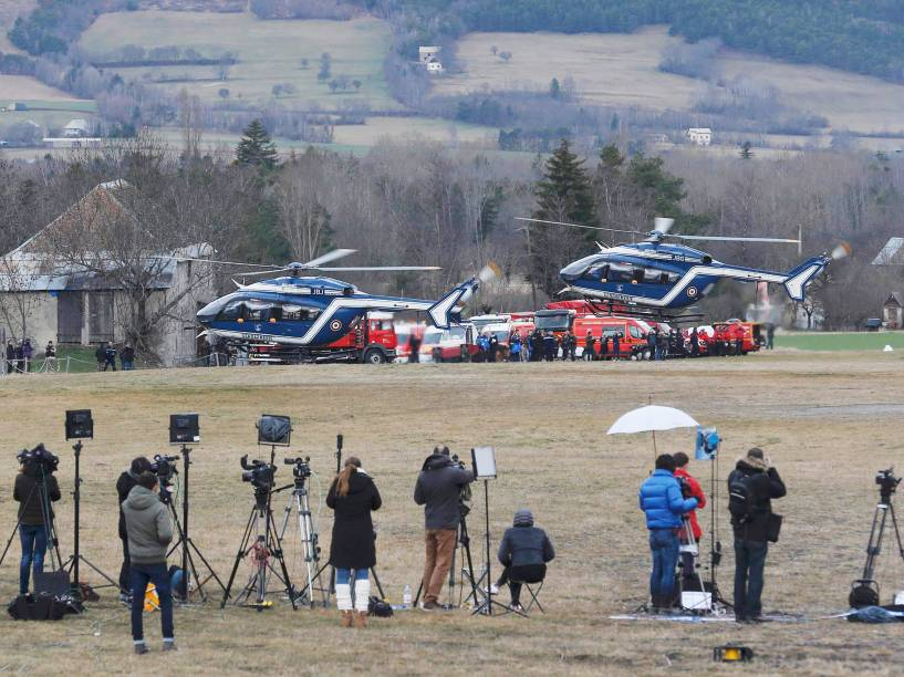 <p>França retoma buscas pelos destroços do Airbus A320 da Germanwings que caiu nos Aples franceses </p>