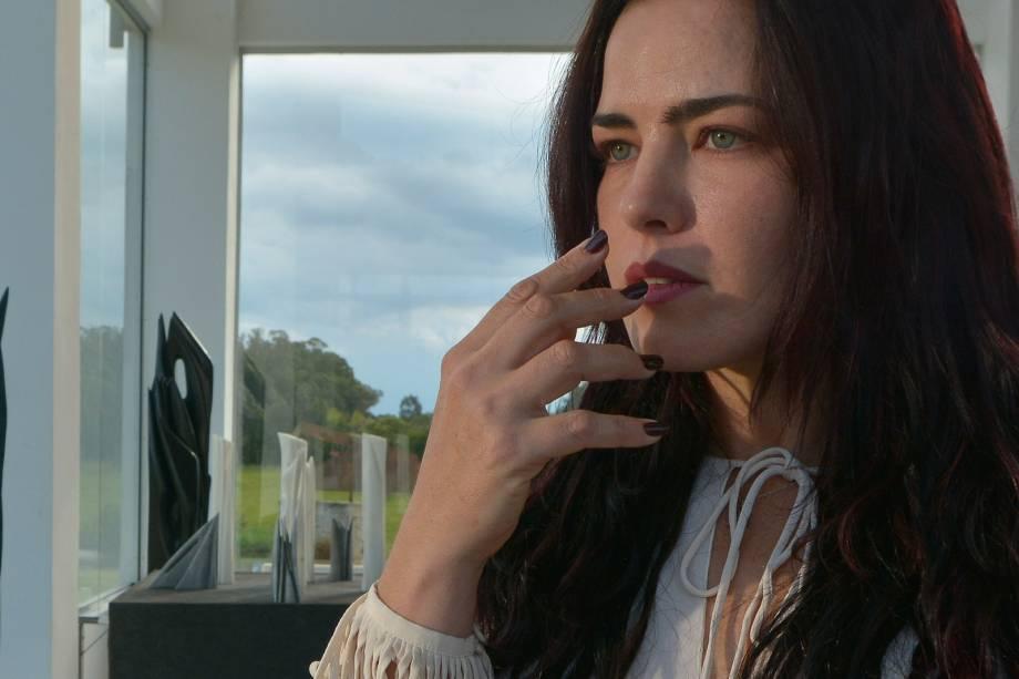 A atriz Ana Paula Arósio no filme A Floresta que se Move, de Vinicius Coimbra