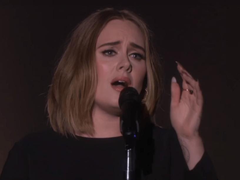 Adele canta All I Ask pela primeira vez desde o Grammy, durante o programa da TV americana The Ellen Degeneres Show