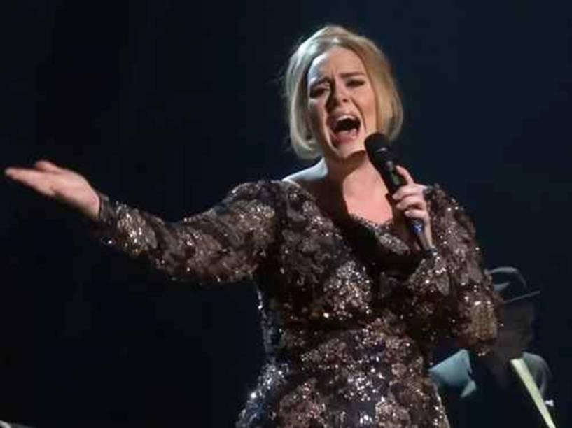 A cantora Adele durante apresentação no Radio City Music Hall