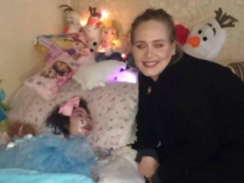 Adele com a fã Rebecca, 12, que sofre uma doença terminal