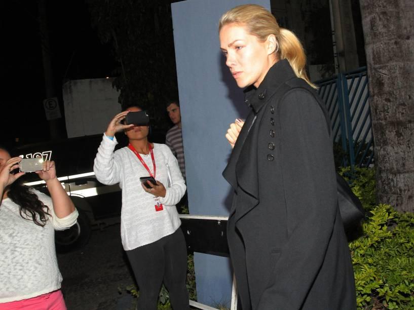 A apresentadora Ana Hickmann sai de delegacia em Belo Horizonte após ser alvo de um atentado. O caso ocorreu no hotel Caesar Business no sábado, 21/05/2016