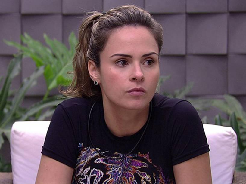 Ana Paula, logo após saber de sua desclassificação, do BBB 16, na manhã deste sábado (05)