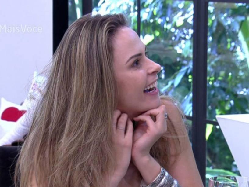 Ana Paula, eliminada do BBB16 por agressão, participa do Mais Você