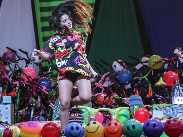 Anitta faz show na quadra da Mocidade de Padre Miguel, no Rio, pelo Dia das Crianças