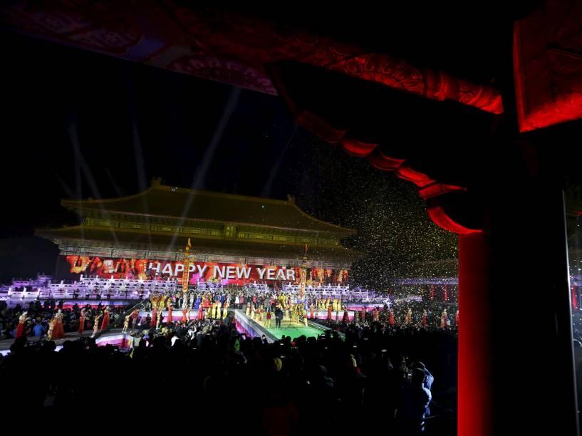 Pessoas comemoram o ano novo em Tai Miao, o templo ancestral imperial na Cidade Proibida, em Pequim, China