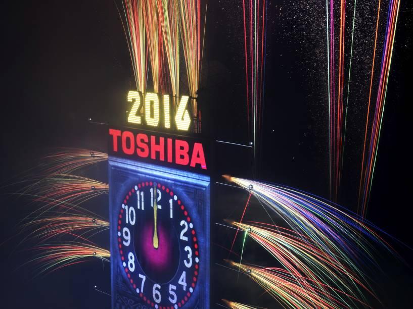 Show pirotécnico celebra a chegada de 2016 na TImes Square em Nova York, nos Estados Unidos