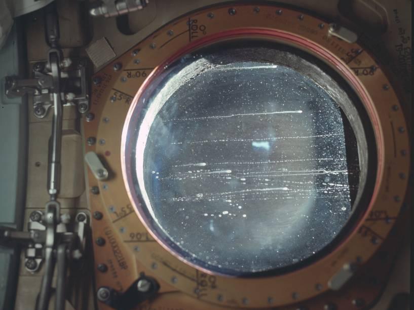 <p>Imagem da espaçonave durante a Apollo 12. A missão, realizada em novembro de 1969, foi o sexto voo tripulado do programa Apollo e o segundo a pousar na Lua. </p>