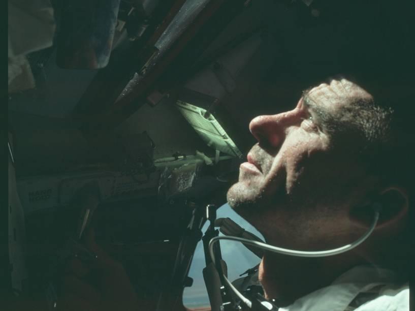 <p>A Apollo 7, que viajou por 11 dias em outubro de 1968, foi a primeira missão tripulada do Projeto Apollo. Na foto, o piloto do módulo lunar da viagem Walter Cunningham. </p>