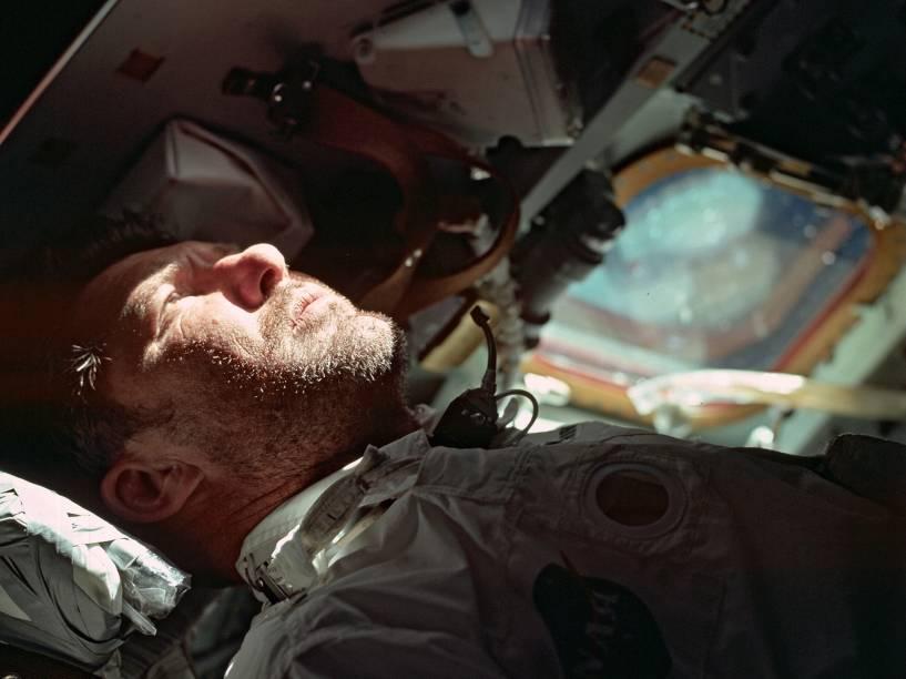 <p>Walter Schirra, comandante da Apollo 7, realizada em outubro de 1968. Com este voo, Schirra tornou-se o primeiro e único astronauta da Nasa a participar de todas as viagens espaciais tripuladas dos Estados Unidos.</p>