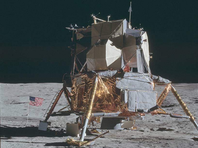 <p>Módulo Lunar da Apollo 14, missão realizada entre janeiro e fevereiro de 1971. Essa parte da nave, pilotada por Edgar Mitchel, era usada para a descida na Lua e também para o retorno da órbita lunar.</p>