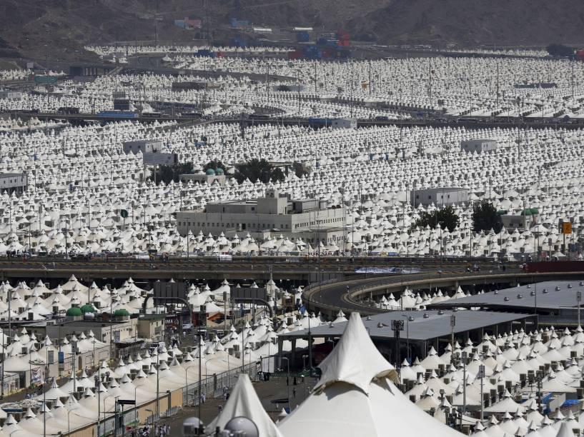 Vista do bairro de Mina, perto de Meca, onde milhares de peregrinos são abrigados anualmente em tendas climatizadas