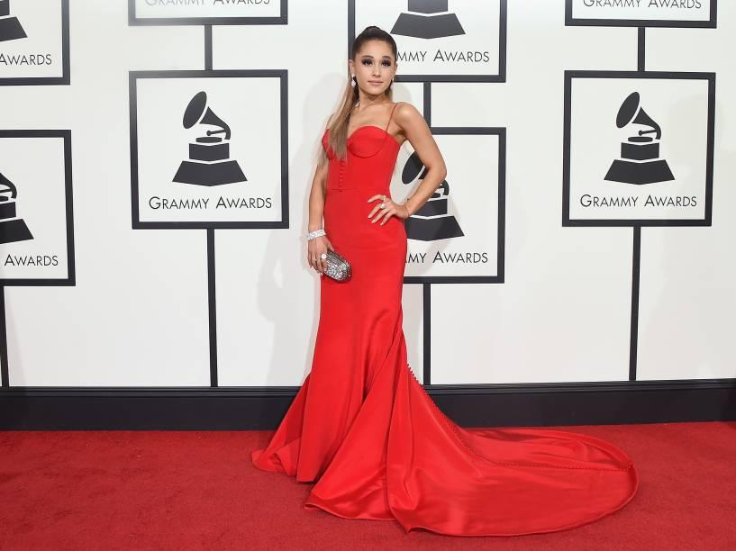 Ariana Grande durante a 58ª edição do Grammy, premiação que elege os melhores da música internacional, que acontece nesta segunda-feira (15)