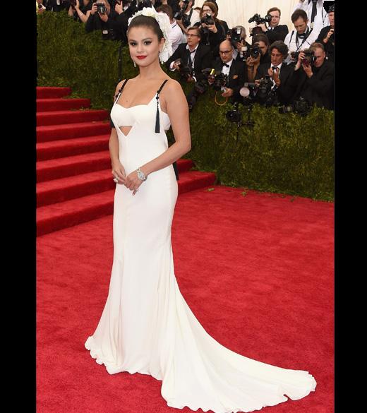 """Selena Gomez no """"China: Through The Looking Glass"""", no MET em Nova York"""