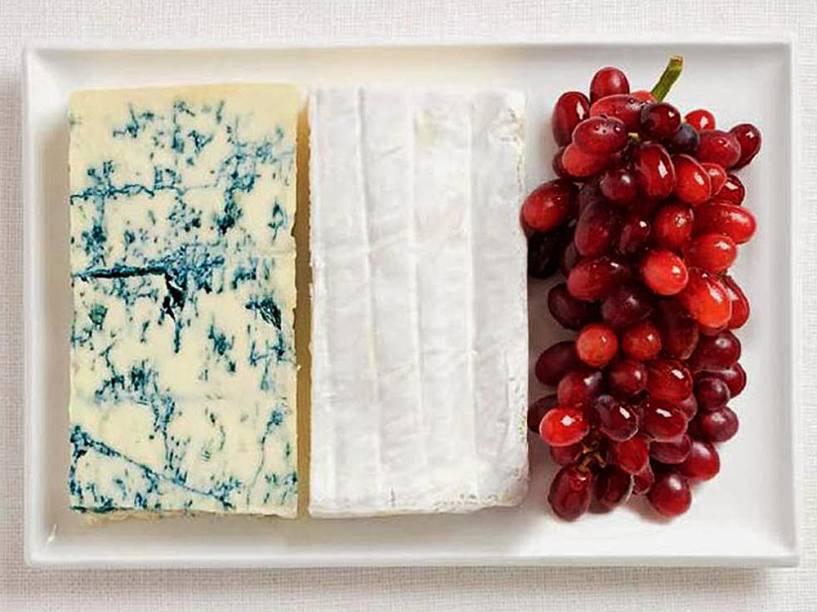 Bandeira da França: Queijo roquefort, queijo brie e uvas
