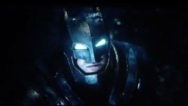 Ben Affleck como Batman em imagem de  Batman vs Superman: A Origem da Justiça, previsto para março de 2016
