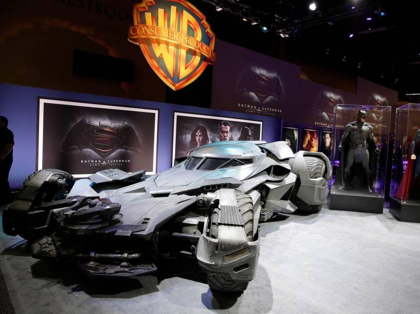 """Revelada nova versão do Batmóvel que será usada em """"Batman x Superman"""""""