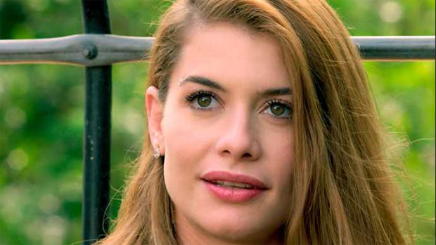 Batom usado pela personagem Lívia (Alinne Moraes)