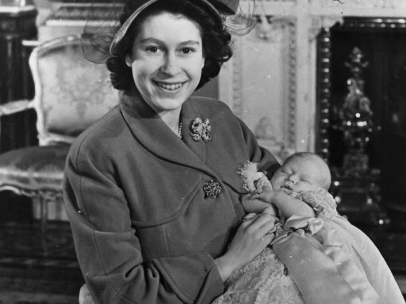 Rainha Elizabeth II, com seu filho o Príncipe Charles
