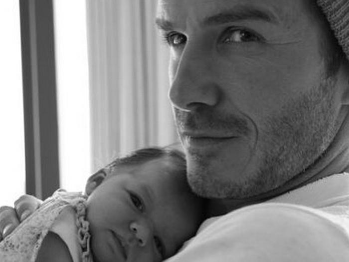 David Beckham e a filha, Harper, ainda recém-nascida