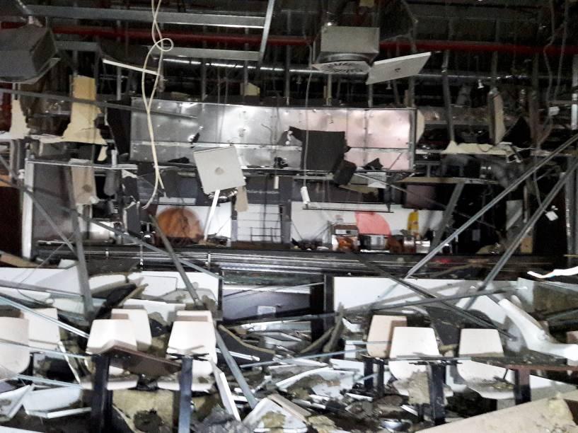 Aeroporto de Zaventem , na capital da Bélgica, Bruxelas, uma semana após os atentados que deixaram dezenas de mortos