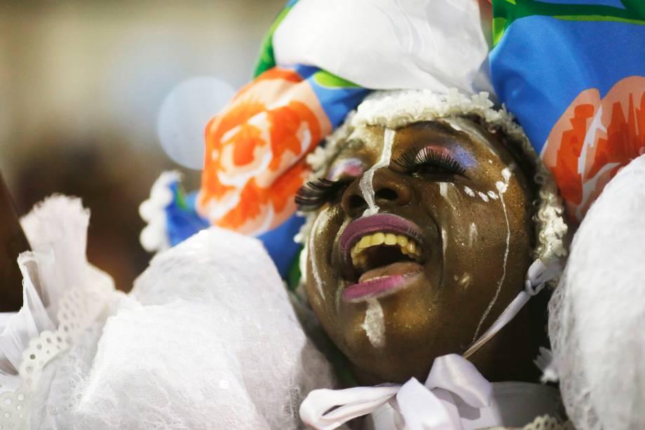 """Estação Primeira de Mangueira canta o samba-enredo """"Maria Bethânia: a Menina dos Olhos de Oyá"""""""