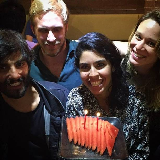 """Bela Gil comemora aniversário com """"bolo"""" de melancia"""