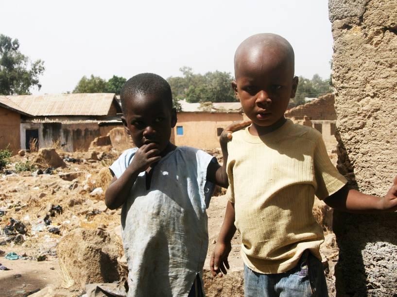 Crianças na vila de Bauchi, devastada pelo Boko Haram