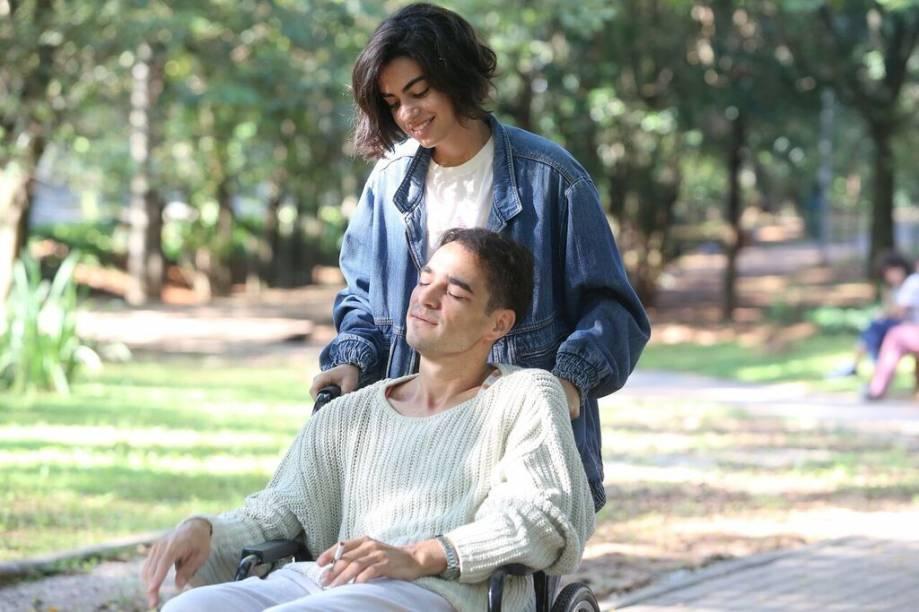 Clara Gallo e Caio Blat em Califórnia