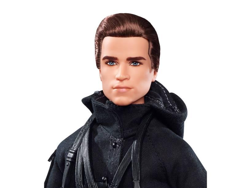Gale (Liam Hemsworth) vira boneco