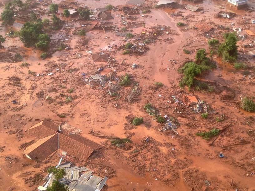 Barreira da mineradora Samarco se rompeu no distrito de Bento Rodrigues, entre Mariana e Ouro Preto, no interior de Minas Gerais - 05/11/2015