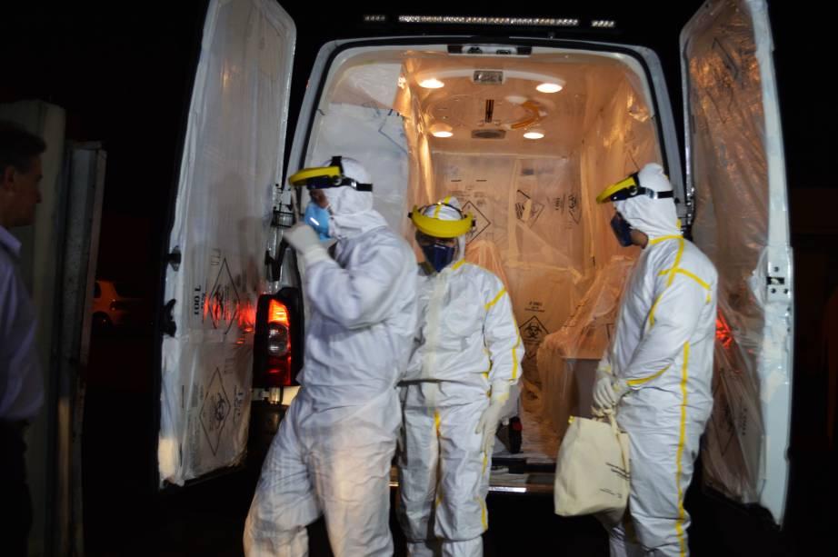 O paciente com suspeita de ebola foi transferido de Cascavel (PR) para o Rio de Janeiro por volta das 5h desta sexta-feira (10)