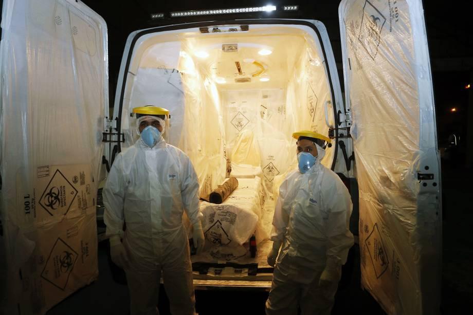 Interior do veículo que transportou suspeito de ebola de Cascavel (PR) para o Rio de Janeiro nesta sexta (10)