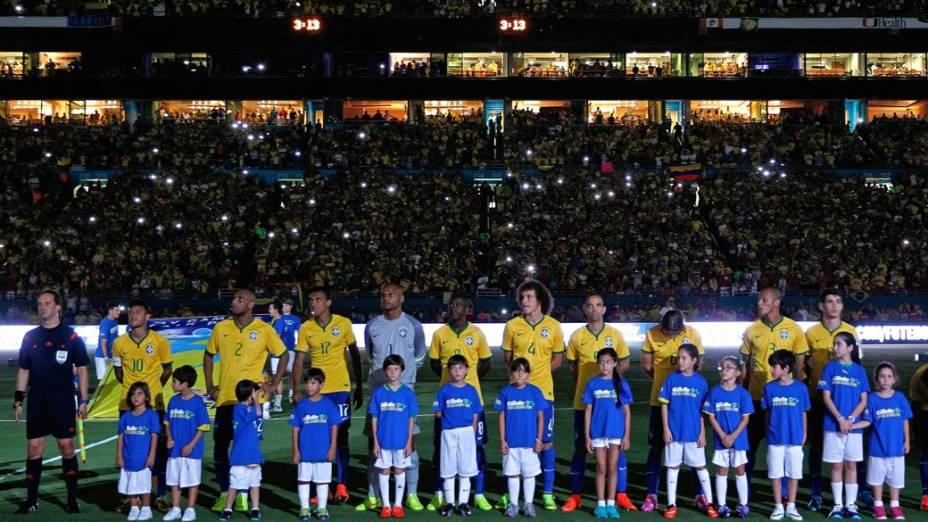 Lance do amistoso entre Brasil e Colômbia, em Miami, reestreia do técnico Dunga pela seleção